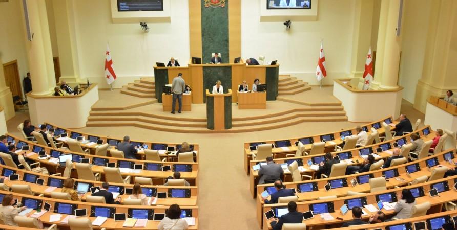 საქართველოს სახალხო დამცველმა პარლამენტის პლენარულ სხდომაზე 2018 წელს ადამიანის უფლებების დაცვის შესახებ მოხსენება წარადგინა