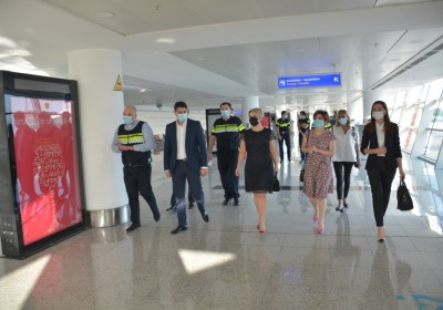 Public Defender Observes Procedure of Meeting/Allocating Passengers at Airport in Case of Detection of COVID-19