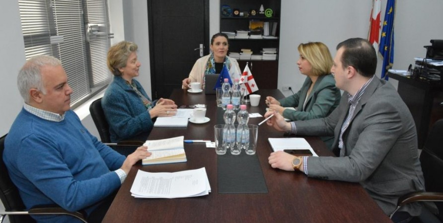 Meeting with Authors of 7th-grade Textbooks for Civic Education to be Submitted for Competition